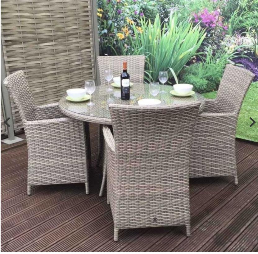 Signature Weave Garden Furniture Darcey 4 Seater Round Dining Set